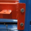 detaliu rafturi metalice
